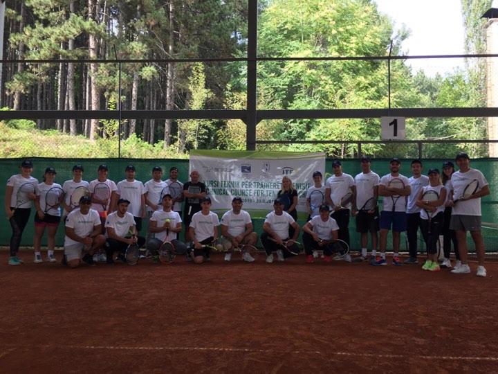 FTK ofron asistence 2 mujore per 11 trajneret me aktiv te tenisit si pasoje e Covid 19