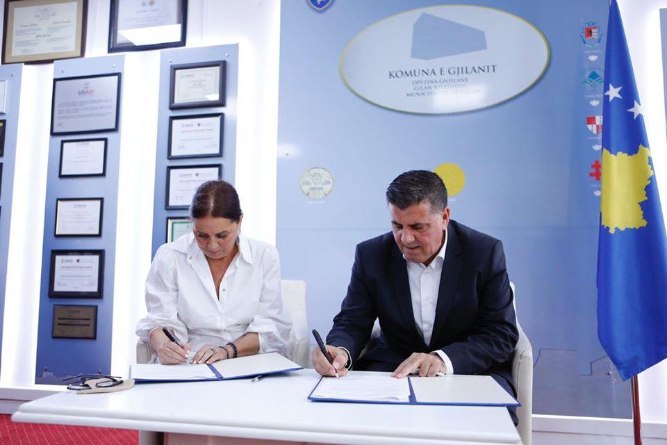 Ministrja znj. Vlora Dumoshi viziton komunën e Gjilanit