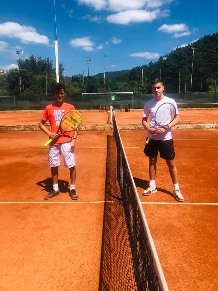 """Gjinaj dhe Nallbani fitues të turneut """"Rilindja Juniors – U16"""""""