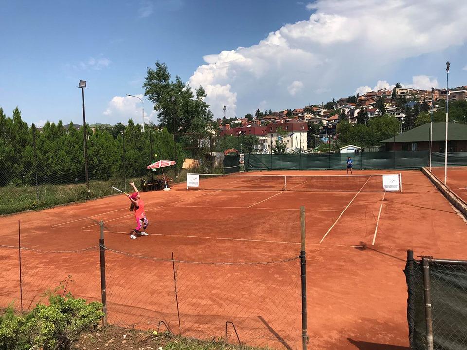 """Melos Nallbani kampion në U16 ndërsa Altea Hajrizi kampione në U14, të turneu """"Mjeshti&Rilindja Juniors 2020""""."""
